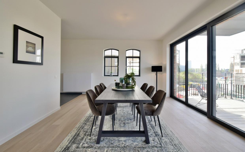 design interieur, eettafel met design stoelen, casa nova vastgoedstyling