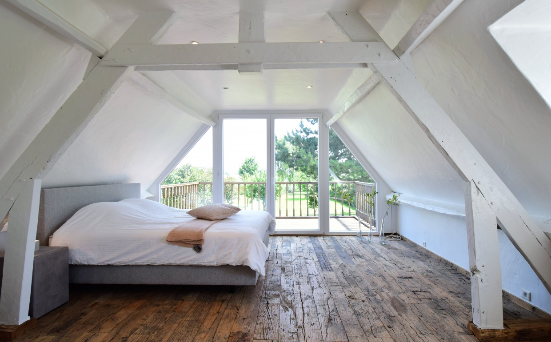 bedrooms to dream of, droomslaapkamers, slaapkamer met zicht op de velden, gecapitonneerd bed