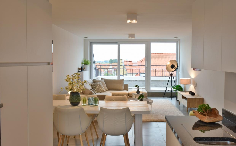 design keuken, zuiver stoelen, witte eettafel, strak interieur, landelijk wonen, casanova vastgoedstyling