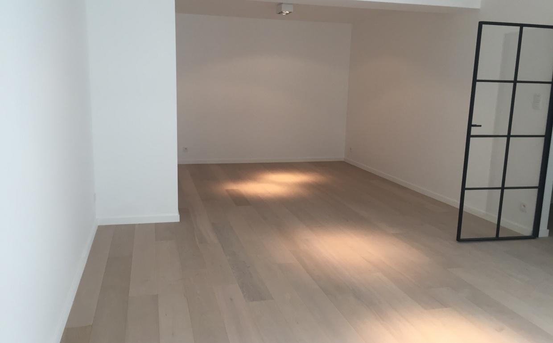 Hoogpoort, luxe appartement zonder meubelen staat er leeg en triest bij