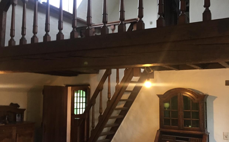 voor en na staging, houten balustrades, mezzanine in woning