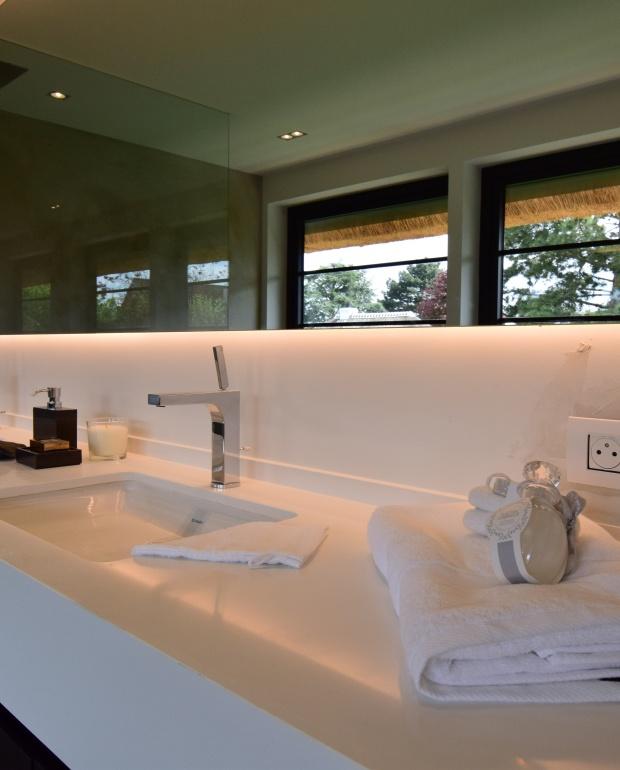 styling, homestyling, knokke, vastgoed, luxevastgoed, badkamerdesign, mortex, luxe baden, lavabo voor twee, magere schorre