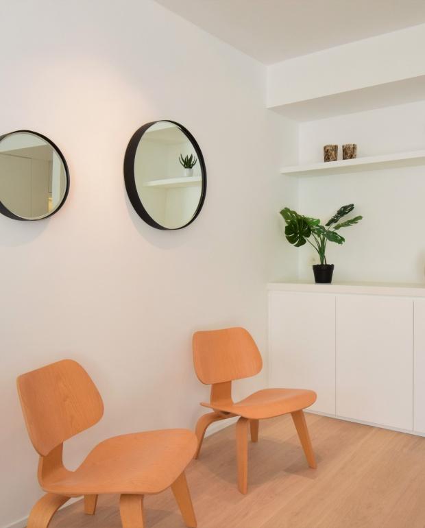lcw plywood vitra, design klassiekers, vastgoedstyling, Casa NOva Vastgoedstyling, barbara bassens, huur een interieur, knokke, lippenslaan, omg chair zuiver