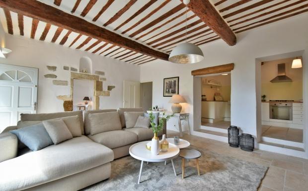wonen in de provence, mas, loriol, intermat, vakantiehuis in frankrijk, homestaging, furniture rental