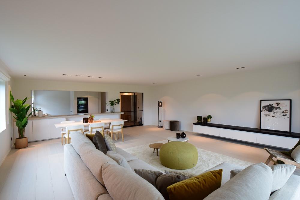 Casanova vastgoedstyling, verkoopsstyling, homestaging, luxury properties, luxe vastgoed, wonen in knokke, loungezetels, leda, sky, chique sofa, design zetel