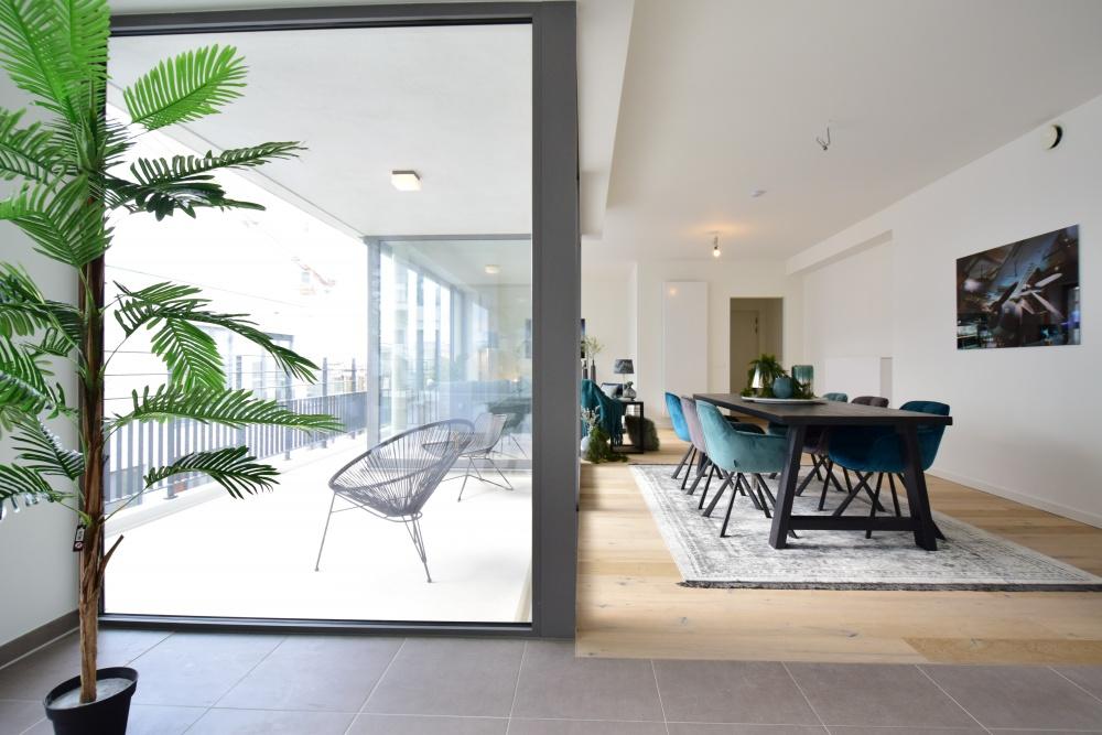 tondelier, nieuwe molens, gent, casanova vastgoedstyling, design stoelen blauw, blue is the new black, designinterieurs